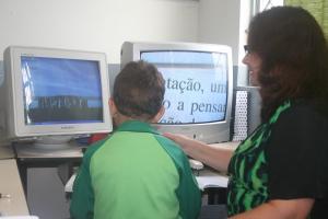 Rafael utiliza as ferramentas da sala DV